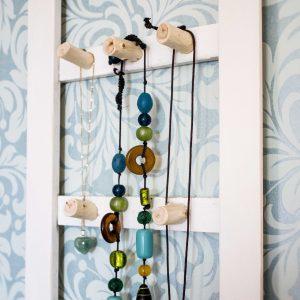 Smyckeställning av återanvänt material / Jewelry organizer made from recycled materials